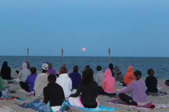 full moon yoga 6.18